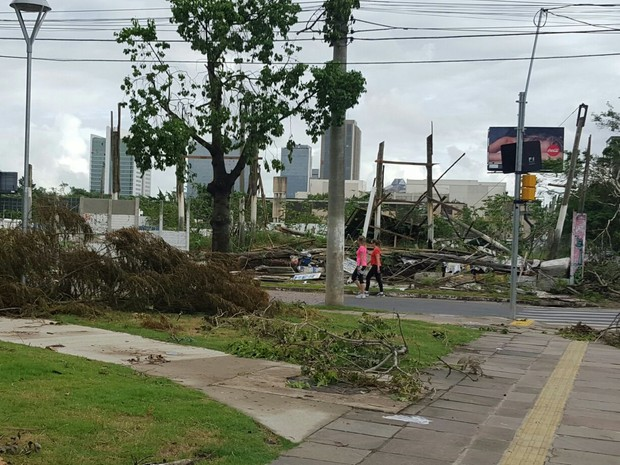 c2594511144 Porto Alegre ainda tem áreas danificadas após o temporal (Foto  Joyce  Heurich G1