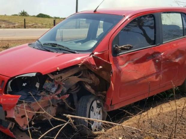 Veículo ficou parcialmente destruído em acidente (Foto: Alerta Rolim/Reprodução)