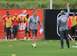 Diego Aguirre comanda treino do Inter (Foto: Diego Guichard)