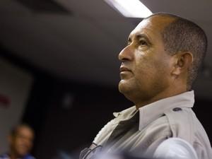 Josemar Faustino dos Santos fala ao júri da morte de PC Farias. (Foto: Jonathan Lins/G1)