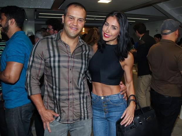 Bella Falconi e o marido, Ricardo Rocha, em estreia de peça em São Paulo (Foto: Manuela Scarpa/ Brazil News)