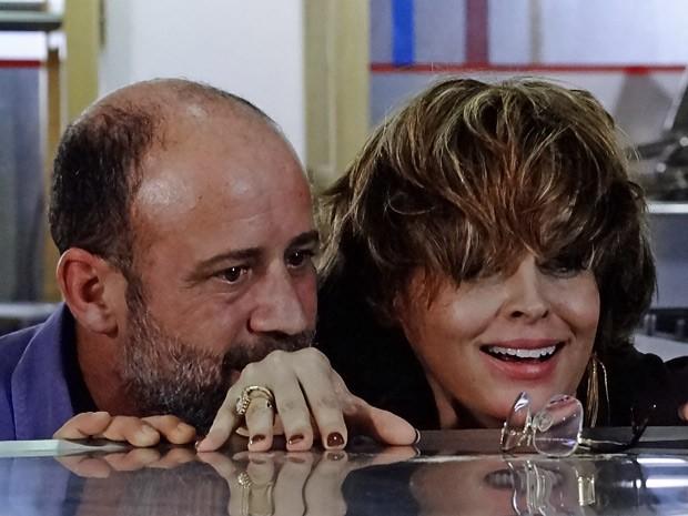 Henrique e Jáqui depois dos amassos (Foto: Amor Eterno Amor/TV Globo)