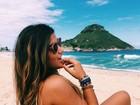 Com papel em 'Malhação', Giulia Costa curte dia de praia