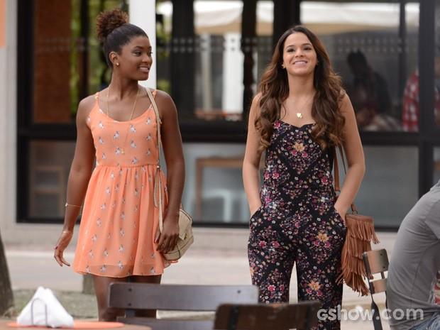 Bruna Marquezine e Erika Januza gravam lindas e maravilhosas (Foto: Raphael Dias/TV Globo)