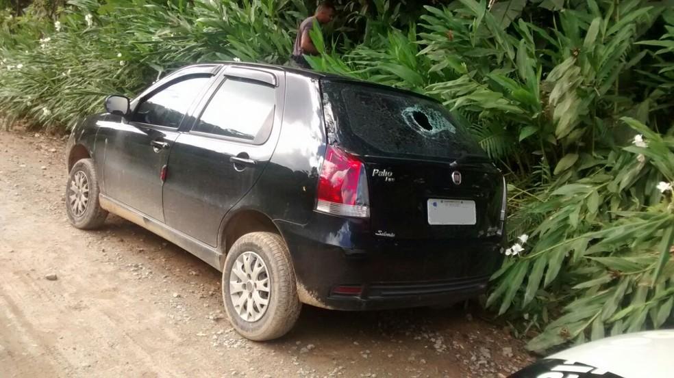 Mulher foi encontrada morta dentro do porta-malas de carro em Peruíbe, SP (Foto: G1 )