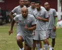 Lateral Jonathan, do Fluminense, faz exames para fechar com Atlético-PR