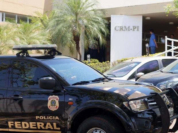 Mulher foi presa em flagrante pela Polícia Federal na sede do CRM-PI (Foto: Divulgação/CRM-PI)