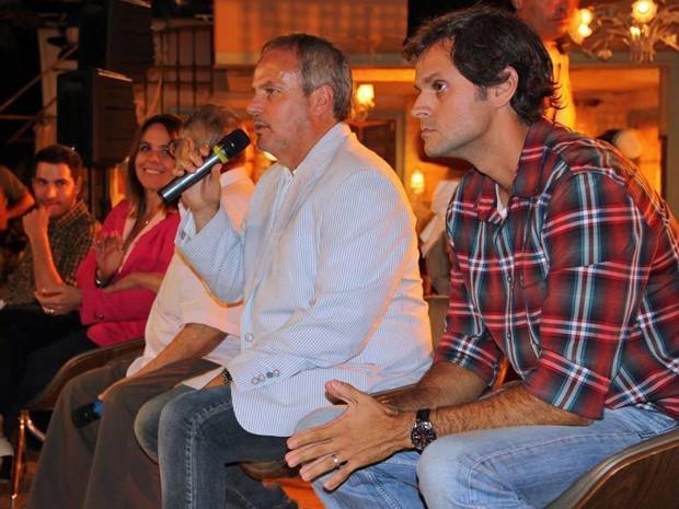 Jayme Monjardim apresentou o clipe da novela ao lado dos diretores Léo Nogueira e Teresa Lampreia (Foto: TV Globo/Natália Fernandes)