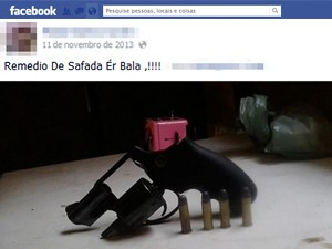 Mulher postou ainda fotos de arma e munições (Foto: Reprodução/Facebook)
