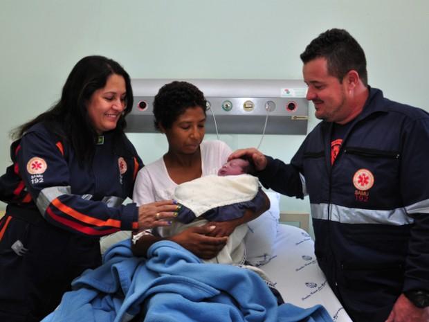 Bebê nasceu em ambulância do Samu regional em Araras (Foto: Sérgio Calori/ Secom)