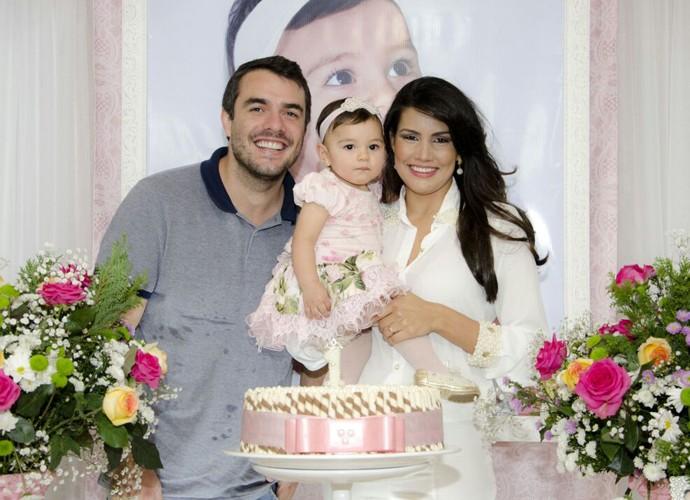 Saullo e Mariana comemoram primeiro ano da filha Anita com a família e os amigos (Foto: Arquivo Pessoal)