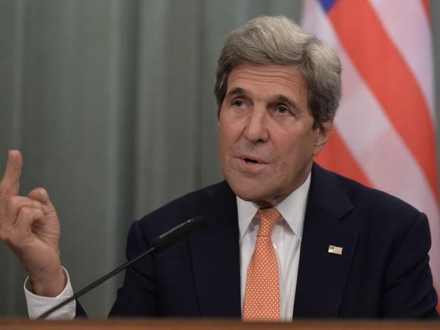 O secretário de Estado dos EUA, John Kerry, durante coletiva de imprensa em Moscou, na Rússia (Foto: Natalia Kolenikova/AFP)