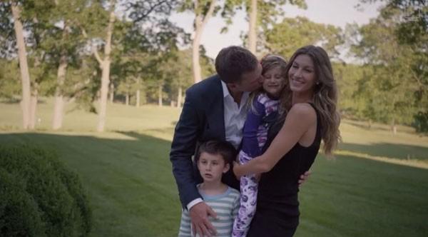 Tom e Gisele ao lado dos filhos, Benjamin e Vivian (Foto: Reprodução/Instagram)