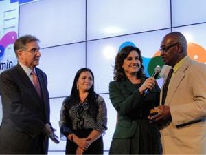 Sebastião recebe prêmio na categoria Cidadania (Foto: Daniela Garcia/G1)