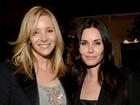 Amigas desde 'Friends', Lisa Kudrow  e Courteney Cox vão juntas a evento