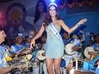Daniela Albuquerque é coroada rainha da bateria em São Paulo