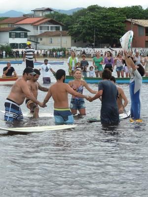 Homenagem para surfista Ricardo dos Santos na Guarda do Embaú-SC (Foto: Renan Koerich)