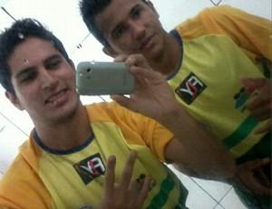 Atacante Jiuliano e o lateral Guarate comemoram vitória do Rolim de Moura (Foto: (Foto: Reprodução/ Instagram))