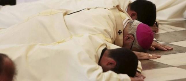 Arcebispo de Granada pede perdão  (Foto: Reprodução)