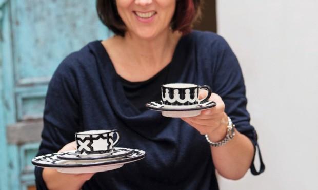 Xícaras em preto e branco: versão moderna das porcelanas marroquinas (Foto: Lufe Gomes / Editora Globo)