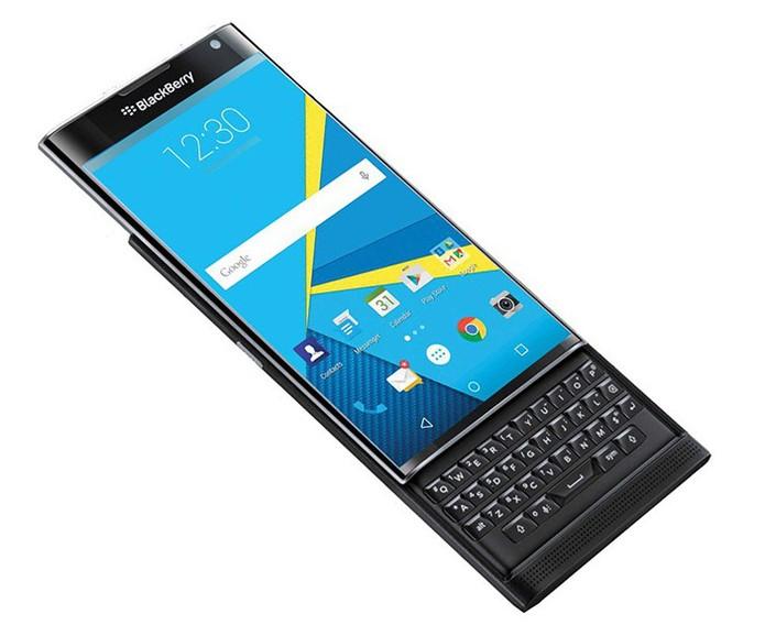 BlackBerry Priv tem tela de 5,4 polegadas com resolução QHD e tela curvada nas laterais (Foto: Divulgação/BlackBerry)