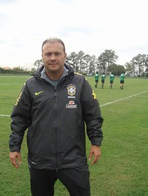 Caio Zanardi, téncico da Seleção sub-15 (Foto: Pedro Martins / Globoesporte.com)