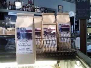"Café ""The Walking Dead Zombie Dark"", disponível no ""Senoia Coffee and Cafe Shop"", em Senoia (Foto: Colleen Jenkins/Reuters)"