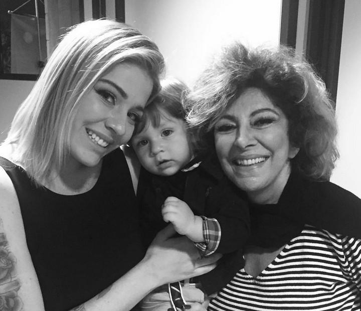 Em um momento inesquecível, Luma Costa posa com o filho ao lado de Marília Pêra (Foto: Arquivo Pessoal)