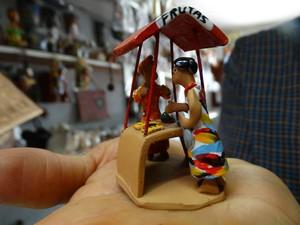 Arte do barro já está na terceira geranção na família de Mestre Luiz Antônio  (Foto: Thays Estarque/ G1)