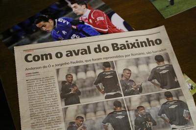 Durante passagem pelo Vasco, Romário dá 'lições' de finalização a William (Foto: Hélder Rafael)