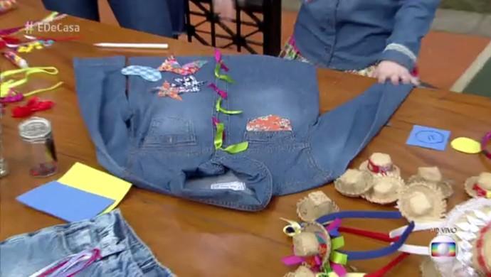 Camisa pode ser customizada com fitas e retalhos (Foto: TV Globo)