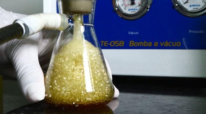 Na clínica para carros a análise do óleo é semelhante ao hemograma que fazemos (Foto: reprodução EPTV)