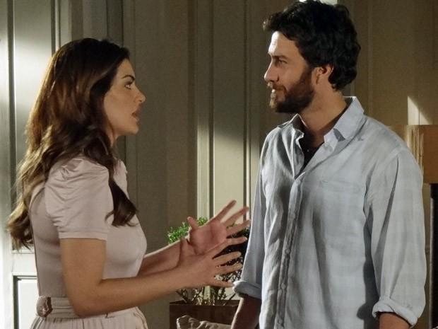 Elisa fica sem graça e tenta se explicar para Rodrigo (Foto: Amor Eterno Amor / TV Globo)