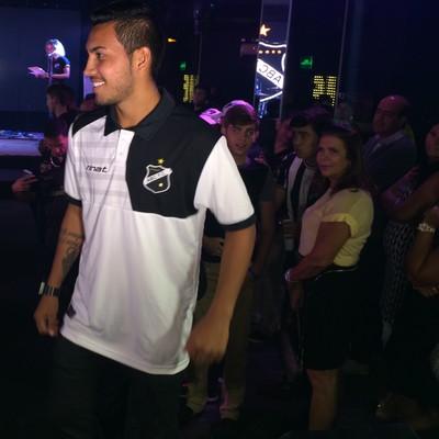 Alex Ruan lateral-esquerdo ABC (Foto: Augusto Gomes/GloboEsporte.com)