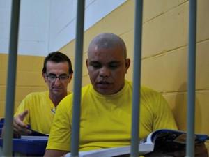 Anderson (à frente) e Lorizete sonham em entrar numa faculdade, por meio do Enem (Foto: Jonatas Boni/G1)