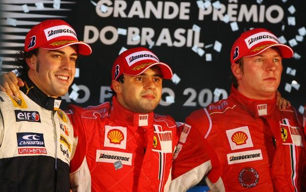 Temporada de 2008: Fernando Alonso na Renault, e Felipe Massa e Kimi Raikkonen na Ferrari (Foto: Getty Images)