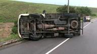 Caminhão tomba na AL-101 Sul