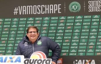 """Jornalista diz que Chapecoense perde """"craque"""" com a saída de Guto Ferreira"""