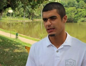 Egídio, lateral-esquerdo do Goiás (Foto: Fernando Vasconcelos / Globoesporte.com)