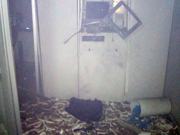 Apenas o monitor do caixa eletrônico foi atingido pela explosão em Nova Floresta, na Paraíba (Foto: Arquivo Pessoal/ Gustavo Camelo)