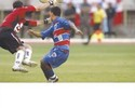 Clodoaldo relembra gol em Ceni e homenageia goleiro com brincadeira