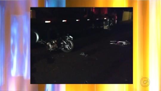 Motociclista e garupa morrem após baterem na traseira de caminhão estacionado