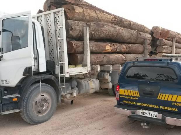PRF apreende madeira em toras em Ipixuna do Pará