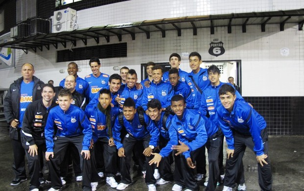 Santos sub-15 embarque para China (Foto: Lincoln Chaves / Globoesporte.com)