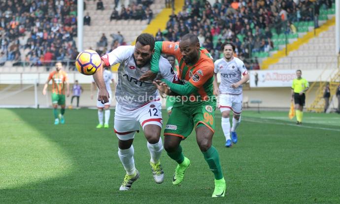 BLOG: Vágner Love marca e dá assistência em vitória do Alanyaspor na Turquia