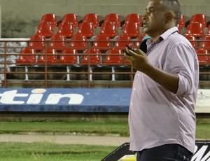 Treinador do CRB, Ademir Fonseca (Foto: Caio Lorena / Globoesporte.com)