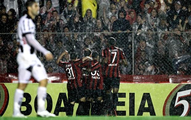 Paulo Baier atlético-pr gol Ponte preta série A (Foto: Heuler Andrey / Agência Estado)