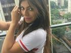 Suzy Cortez posa de fio-dental para comemorar classificação do São Paulo
