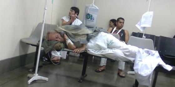 Paciente recebe soro no Hospital Municipal do Tatuapé, em SãoPaulo, em registro feito em 2010 (Foto: Fabiana Cambricoli/Folhapress)