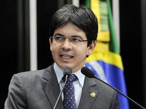 senador Randolfe Rodrigues foto revista época (Foto: Moreira Mariz/Agência Senado)